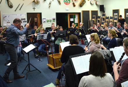 Blasorchester Rhede präsentiert Rock- und Popsongs